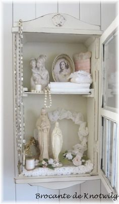 www.brocantedeknotwilg.nl leuke webshop Madonna, Home Altar Catholic, Prayer Corner, Prayer Room, Shabby Vintage, Shabby Chic Decor, Home Accessories, Sweet Home, Architectural Salvage