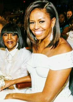 I love this picture of First lady Michelle Obama and Cicely Tison aren& they absolutely Gorgeous Stunning Beautiful all that. I love this picture of First lady Michelle Obama and Cicely Tison arent they absolutely Gorgeous Stunning Beautiful all that. My Black Is Beautiful, Absolutely Gorgeous, Stunningly Beautiful, Black Girls Rock, Black Girl Magic, Barak And Michelle Obama, Michelle Obama Fashion, Barack Obama Family, First Black President