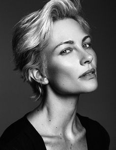 Risultati immagini per monique spronk Lazy Hairstyles, Short Hairstyles For Women, Vintage Hairstyles, Haircuts, Short Hair Cuts, Short Hair Styles, Androgynous Hair, Business Portrait, Beauty Advice