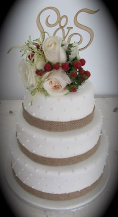 © Algarve Cakes. 3 Tiered wedding cake with fresh flowers, burlap ribbon and initials provided by the bride and groom.