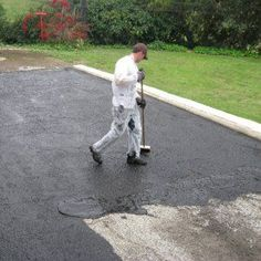 DIY asphalt sealing requires know-how but is worth the effort and will save you money. Get tips on how to seal an asphalt driveway to extend its lifespan. Concrete Driveway Sealer, Brick Sealer, Driveway Sealing, Paver Sealer, Concrete Sealant, Diy Driveway, Driveway Entrance, Driveway Landscaping, Concrete Driveways