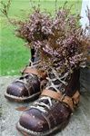 Sjarmerende gjenbruk - www.bruktbuapaahjornet.com Hiking Boots, Upcycle, Diy And Crafts, Recycling, Gardening, Upcycling, Repurpose, Lawn And Garden, Repurposed