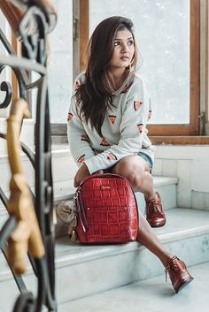 Carry your world in your Fenasia bag, because a woman's bag embodies her personality, style and attitude. #partycollection #DesignerWallet #AutumnWinter #LatestCollection #Latestbag #Leatherbags #AutumnWinterCollection #NowInIndia