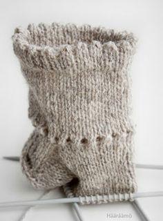 Picot edge on a sock. Crochet Trim, Filet Crochet, Knit Crochet, Knitting Socks, Baby Knitting, Woolen Socks, Sock Crafts, Crochet Curtains, Baby Socks