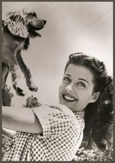 Gail RUSSELL '40-50 (21 Septembre 1924 - 26 Août BornElizabeth L. Russell September 21, 1924 Chicago, Illinois, USA DiedAugust 26, 1961 (aged 36) Brentwood, Los Angeles California Cause of deathLiver damage resulting from alcoholism 1961)