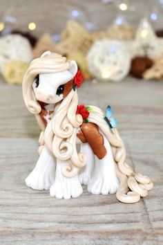 Genuine and original polymer clay sculpture designed and handmade with love by Elisabete Santos Polymer Clay Kawaii, Polymer Clay Animals, Polymer Clay Charms, Polymer Clay Art, Polymer Clay Projects, Polymer Clay Creations, Clay Crafts, Polymer Clay Sculptures, Sculpture Clay