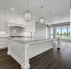 White Kitchen Ideas - White never ever falls short to offer a kitchen design a classic look. These stylish kitchen areas, consisting of everything from white kitchen cupboards to streamlined white . Home Kitchens, Kitchen Design, New Homes, Home Decor Kitchen, House, Home Decor, Dream Kitchen, House Interior, Home Renovation