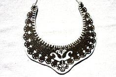 Laleaua alba (45 LEI la EtnoWare.breslo.ro) Romania, Crochet Necklace, Symbols, Jewelry, Jewlery, Crochet Collar, Jewels, Icons, Jewerly