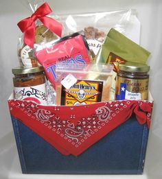 Taste of Texas Denim Design Gift Basket is filled with some of the most delicious foods from Texas.  This is a great gift to give any time of the year and is sure to be a gift that will be enjoyed.  #Texas  #GiftBasket