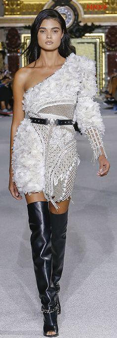 Balmain Spring 2018 Ready-To-Wear Fashion 2018, Runway Fashion, Fashion Outfits, Fashion Spring, Fashion Brands, Women's Fashion, Fashion Tips, Christophe Decarnin, French Fashion Designers