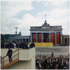 US-Präsident John F. Kennedy vor dem Brandenburger Tor während seines Staatsbesuchs 1963
