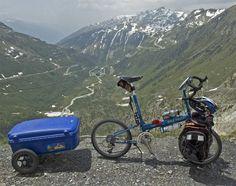 Touring Switzerland - Bike Friday New World Tourist con remolque.