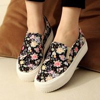 new 2014 summer a new lazy pedal spring soled shoes muffin help low canvas shoes, casual shoes floral shoes Floral Shoes, Trendy Shoes, Cute Shoes, Casual Shoes, Sneakers Fashion, Fashion Shoes, Shoes Sneakers, Sneakers Women, Modest Fashion