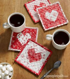 Cute Quilts, Small Quilts, Mini Quilts, Valentines Mugs, Valentine Crafts, Mug Rug Patterns, Quilt Patterns, Sewing Patterns, Quilting Projects