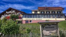 If you're looking for the ideal hotel in Mount Rigi, Kräuter Hotel Edelweiss has it all. A serene and picturesque retreat atop the Swiss Mountain. Hotel Edelweiss, 5 Star Hotels, Hotels And Resorts, Switzerland, Serenity, Summertime, Swimming, Mansions, Lifestyle