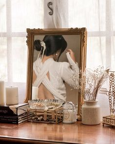 Neutral Style : Fashion, Mood and Vintage. Gold Aesthetic, Classy Aesthetic, Aesthetic Bedroom, Aesthetic Vintage, Aesthetic Girl, Parisian Chic, Foto Pose, Aesthetic Pictures, Photography Poses