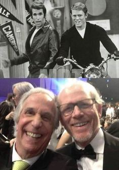 Happy Days-The Fonz (Henry Winkler) and Richie (Ron Howard).a few decades lat. 70s Tv Shows, Great Tv Shows, Happy Days Tv Show, The Fonz, Celebrities Then And Now, Famous Celebrities, Stars Then And Now, Vintage Tv, Vintage Stuff