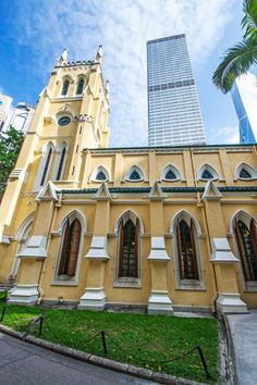 St john's cathedral built in c.1840 is the only freehold land in #hongkong. via Threesixfive city.
