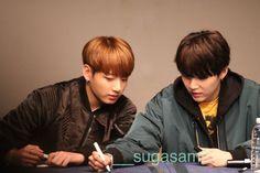 Jungkook and Suga ❤ BTS at the Sinchon Fansign #BTS #방탄소년단