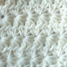 Learn how to crochet the star stitch with this step-by-step tutorial (video, written steps and pictures!!).