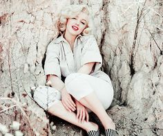 beauvelvet: Marilyn Monroe photographed by... -