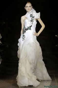 2010 Giorgio Armani Couture Wedding Dress Picture 2 | Mom Dress ...