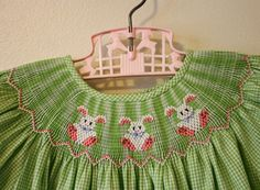 It is always nice when the dress you envisioned turned out like you. A green gingham bishop style dress, trimmed with pi. Smocking Baby, Punto Smok, Baby Sewing, Sew Baby, Heirloom Sewing, Hand Embroidery Patterns, Cute Outfits For Kids, Sewing Hacks, Sewing Tips
