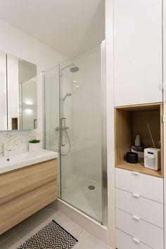 Une salle de bains blanc et bois résolument moderne
