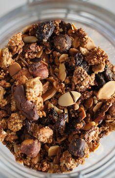 Toasted-Hazelnuts-Dark-Chocolate-Granola-1