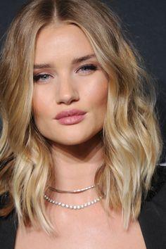Teen Haircuts - New Hair Styles Teen Haircuts, Summer Haircuts, Summer Hairstyles, Brown Blonde Hair, Blonde Ombre, Hairstyles With Bangs, Cool Hairstyles, Lob Hairstyle, Popular Hairstyles
