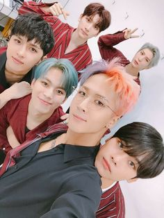 Im crying !! Ravi's hair omg but i like it its very different and stylish