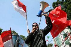 Di Hari Pancasila yang tepatnya jatuh pada hari ini, Senin (01/06/2015), ribuan orang dari Gerakan Masyarakat Jakarta (GMJ) akan berunjuk rasa di depan Gedung DPRD DKI Jakarta. Target mereka berunjuk rasa kali ini adalah Gubernur DKI Basuki Tjahaja Purnama (Ahok). Massa GMJ yang merupakan gabungan dari Generasi Cinta Negeri (Gentari), FUI, , FBR, FPI, FBB, Bara Api, Permata Forkabi dan Progres 98. Aminuddin selaku Ketua Bidang Humas GMJ menyebutkan bahwa massa saat ini tengah berkumpul di…
