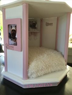What makes a great dog house Cute Dog Beds, Puppy Beds, Diy Dog Bed, Pet Beds, Princess Dog Bed, Dog Bedroom, Puppy Room, Dog Furniture, Furniture Movers