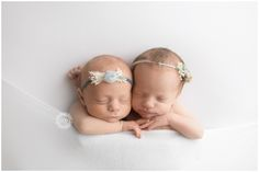 surrogate twin baby pictures- sister bond is so strong and so are baby twins- newborn photography by Stevie Cruz Photography Twin Babies Pictures, Newborn Twin Photos, Newborn Twins, Baby Twins, Newborn Photography Studio, Newborn Photographer, Twin Girls, Baby Girls, Orange County