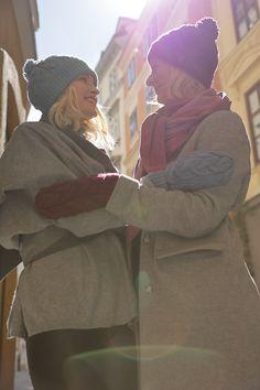 Schal aus feinstem Loden aus 100% Merinowolle. Das Schultertuch besticht durch ein angenehmes Tragegefühl. Das Dreieckstuch ist personalisierbar durch ein individuelles Monogramm und somit ein perfektes Geschenk. Passend zum modernen Outfit und zu Dirndl und Tracht.----- Shawl made from finest loden from 100% merinowool.  Scarf, shoulder scarf. Suitable to modern outfits and traditional clothes like dirndl. Perfect personalised Gift. #scarf #austriandesign #merinowool Moderne Outfits, Winter Outfits, Ruffle Blouse, Gift Ideas, Grey, Fall, Pink, Women, Fashion