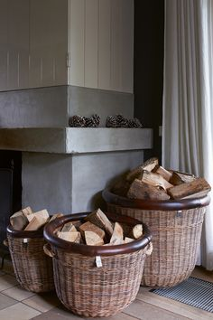 The Riviera Maison Lily Pond Basket is a nice way to store some wood for a fireplace. This will look lovely in any living room.