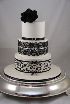 Black and White wedding cake #wedding #cake #blackandwhite #inspiration #details