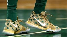Nike releases Kyrie's 'Luck' PE from last night's game. Kyrie Irving laced up a shamrock-laden 'Luck' Nike Kyrie 3 during last night's highly anticipated gam. Best Sneakers, Air Max Sneakers, Sneakers Nike, Boston Celtics, Sports Shoes, Basketball Shoes, Womens Fashion Sneakers, Fashion Shoes, Kyrie Irving Shoes