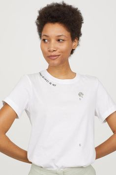 Diy t shirts 337488565820649936 - T-shirt with embroidery – White – Ladies Embroidery On Clothes, Embroidery Fashion, T Shirt Embroidery, Embroidery Ideas, Custom Clothes, Diy Clothes, Aesthetic Shirts, T Shirt Diy, Diy Shirt