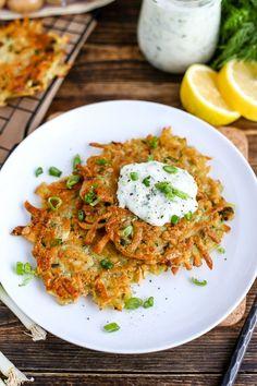 Vegan Latkes (Potato Pancakes) (I Love Vegan) Vegetarian Potato Recipes, Vegan Brunch Recipes, Vegetarian Meals, Vegan Dinners, Cooking Recipes, Vegan Appetizers, Breakfast Recipes, Vegan Recipes Potatoes, Vegan Potato Pancake Recipe