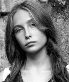 Agathe Eleanor Masson- Fiche Artiste  - Artiste interprète - AgencesArtistiques.com : la plateforme des agences artistiques