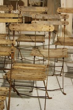 belleatelier:    Folding chairs  thevintaquarian:    Flea market finds, a la Atelier de Campagne European Container Sale (Source, Trouvais)
