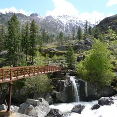 Saying vows over the bridge would be cool, but it eliminates the guests. Still cool Leavenworth, WA.