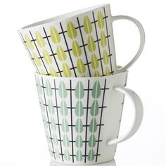 The lovely Olivia tea mug comes from Superliving and is made of fine bone china. The mug has a retro inspired pattern with black stripes and pastel colored drops. Use the mug for your favorite tea and combine it with other fine pieces from the Olivia series. Choose between different colors.