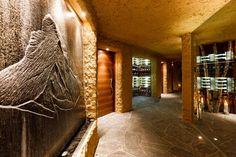 This is Chalet Zermatt Peak Modern Interior Design Item of Six Star Luxury Chalet Zermatt Peak Switzerland. Zermatt Peak chalet is 6 star luxury and its located in Switzerland. Its a wonderful and impressive mountain resort Chalet Chic, Chalet Style, Jacuzzi, Chalet Zermatt, Conception Villa, Indoor Outdoor, Modern Villa Design, Luxury Villa Rentals, Luxury Hotels