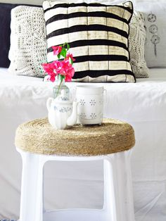 Turn a plain plastic stool to a nautical one, and this technique is a keeper Stool Makeover, Furniture Makeover, Diy Stool, Indian Living Rooms, Diy Room Decor, Home Decor, Decorating Your Home, Twine Crafts, Rope Crafts