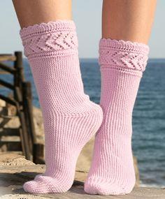 Socken & Hausschuhe - Kostenlose DROPS Design Tutorials Source by Drops Design, Baby Knitting Patterns, Knitting Socks, Hand Knitting, Knit Socks, Crochet Slippers, Knit Crochet, Patterned Socks, Slipper Socks