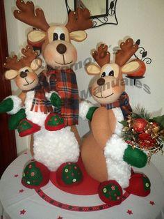 Navidad Christmas Stocking Kits, Felt Christmas Stockings, Christmas Wreaths, Christmas Ornaments, Deer Family, Felt Baby, Felt Ornaments, Reindeer, Diy And Crafts