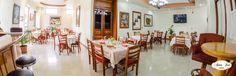 Restaurante Corte Madera. Ubicado en el interior de Hotel Anna Inn, cuenta con un equipo de expertos en gastronomía, tanto nacional como internacional, que permiten un amplio y variado menú, para s...