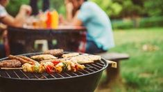 Is Grilling Healthy? (+ Grilling Recipes) Grilling may not be the healthiest way to cook food, but it is the most delicious! Learn simple ways to reduce the risks plus healthier grilling recipes. Healthy Grilling Recipes, Grilling Tips, Bbq Tips, Vegetarian Grilling, Healthy Meals, Barbacoa, Wellness Mama, Grilled Meat, Eating Clean